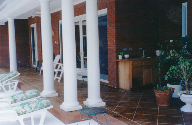 English Saddle porch
